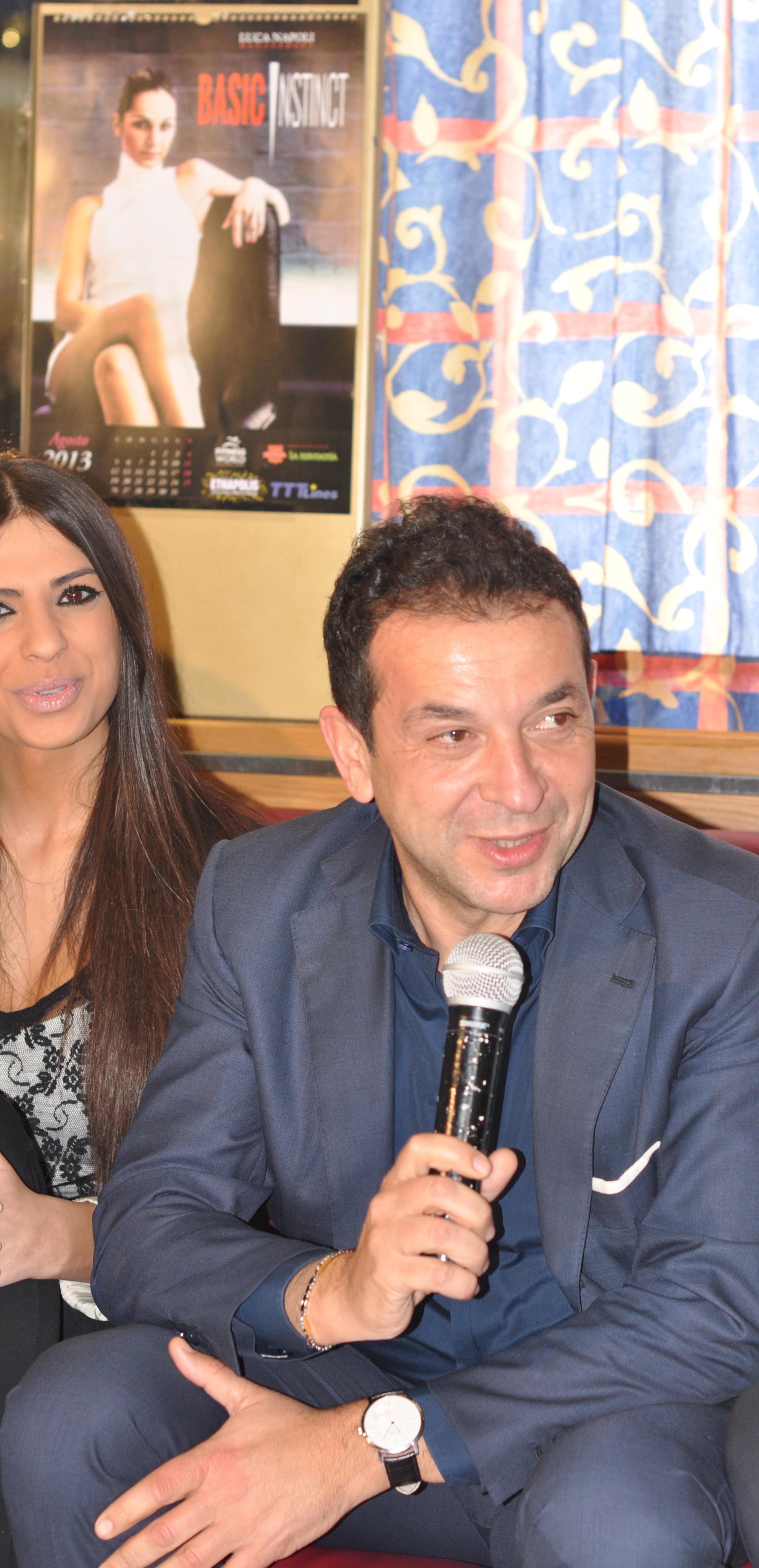Rosaria Cannavo Calendario.Luca Napoli Presenta Il 4 Calendario Delle Modelle E